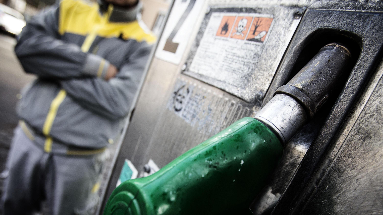 Petrolio: in calo a 63,13 dollari
