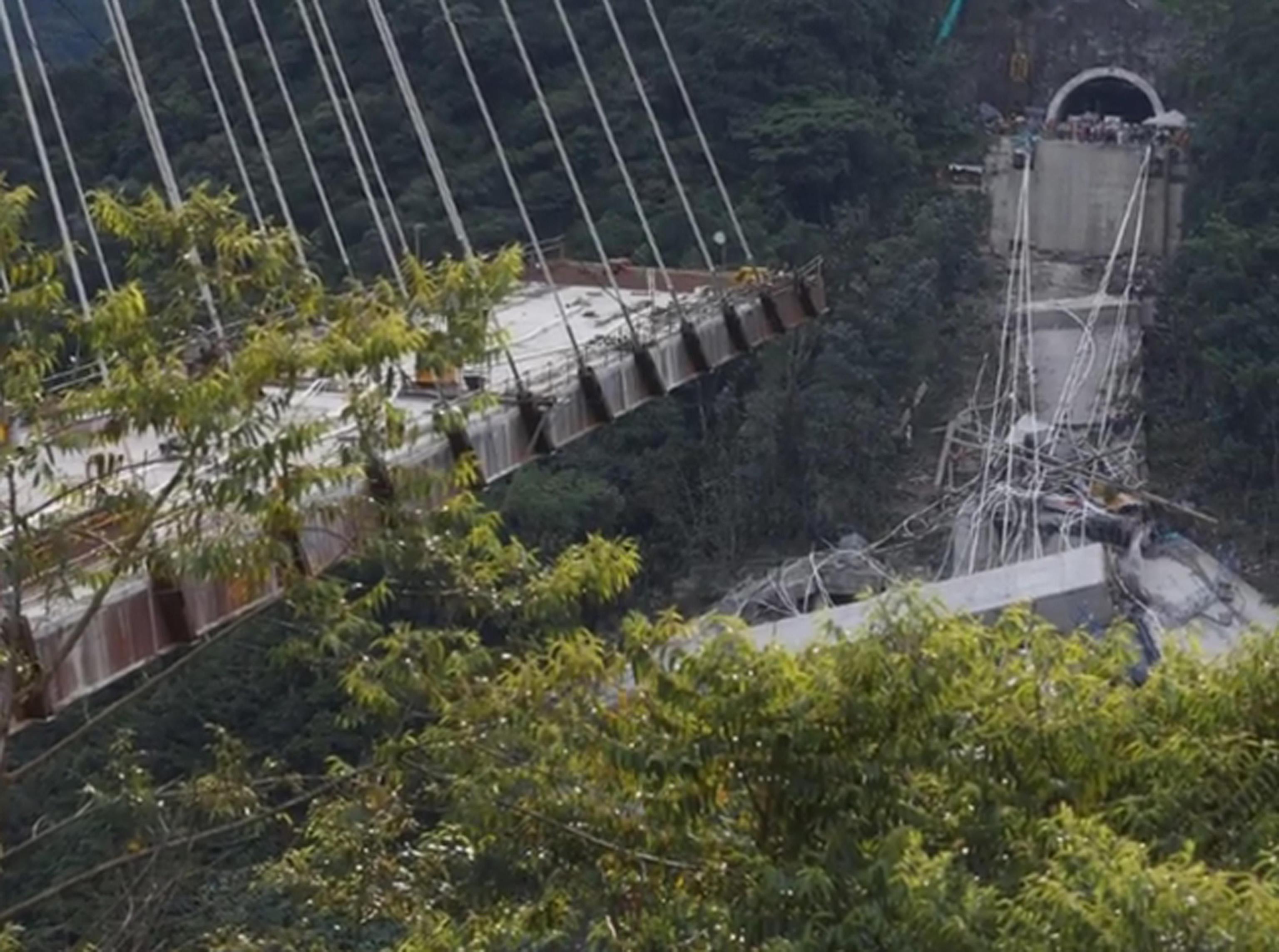 Colombia: crollo ponte, 10 operai morti