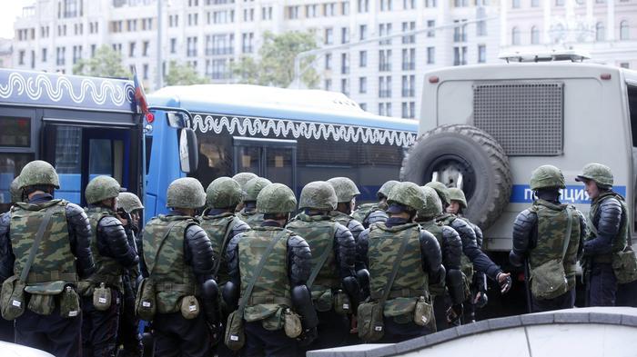 Russia, assalto a scuola con un coltello: almeno otto feriti
