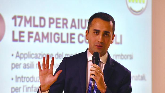 Gentiloni: 'Non temo il M5s'. Di Maio, sfida sul programma