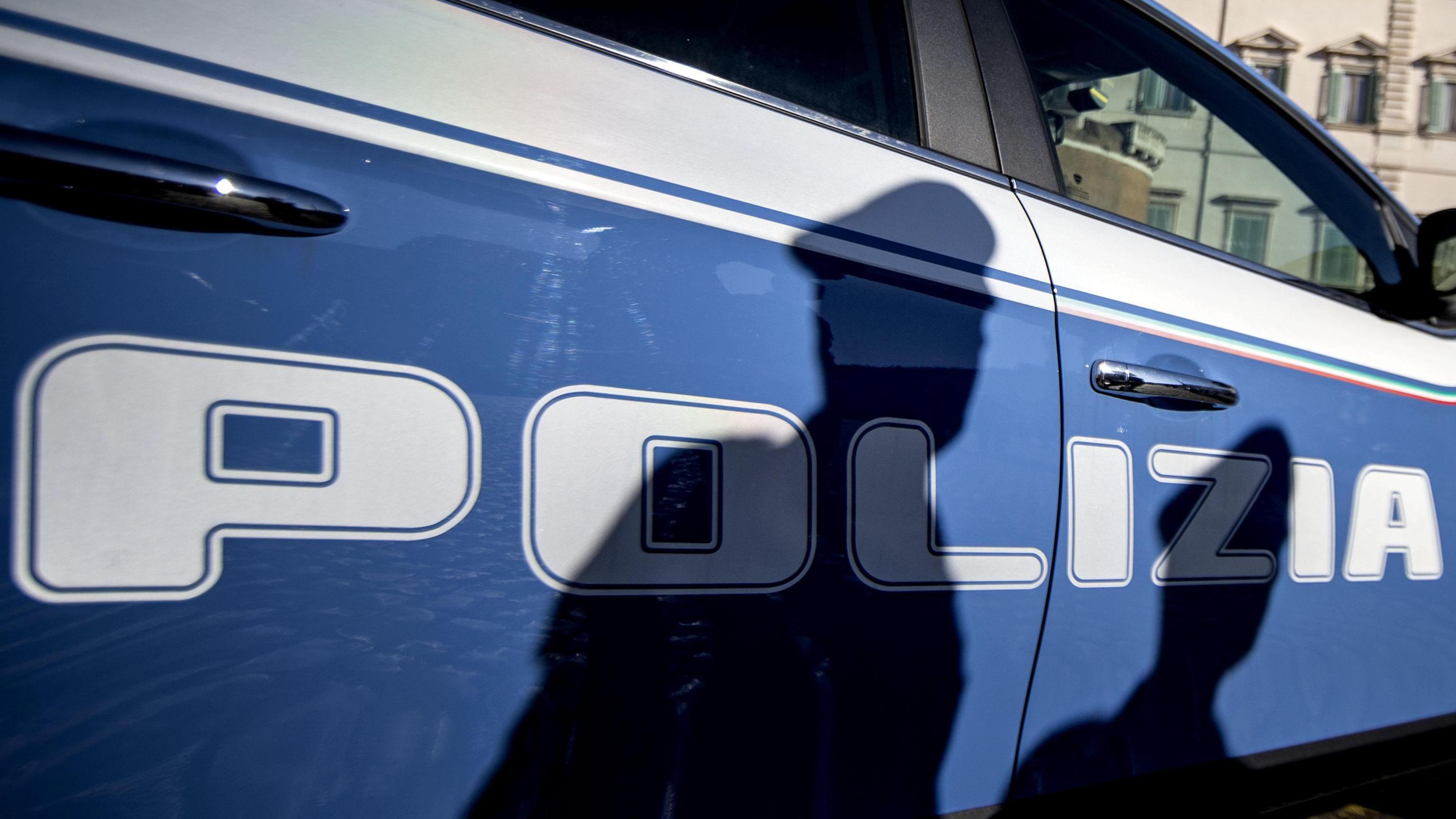 Soldi da abusivi, arrestato ispettore Ps