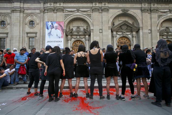Tensioni per il Papa in Cile e Perù, ritorno tra le incognite