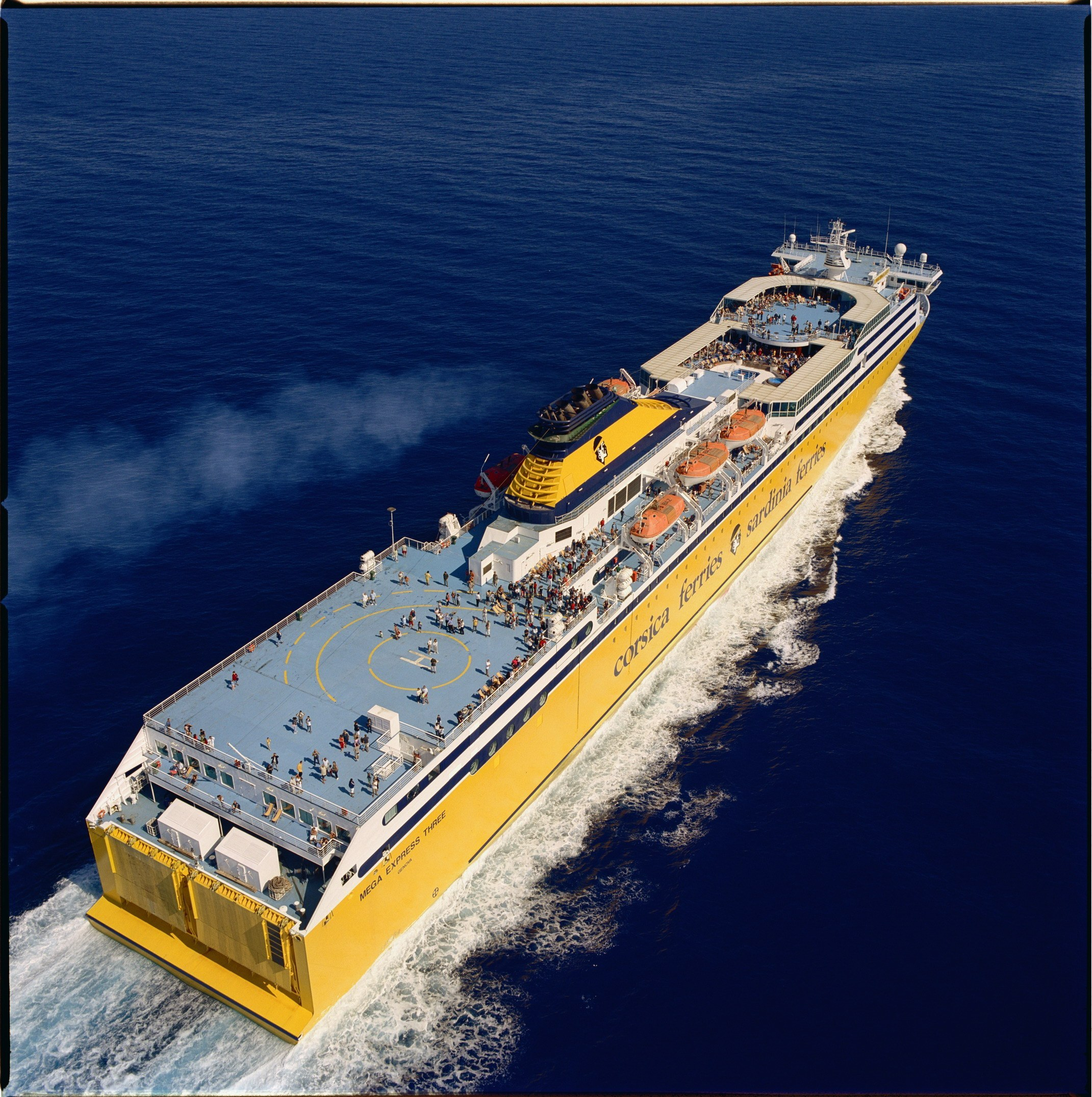 Vento a 100 km/h, nave dirottata a Olbia