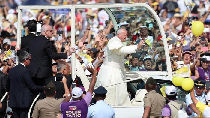 Papa saluta il Perù, in 1,3 milioni alla messa a Lima
