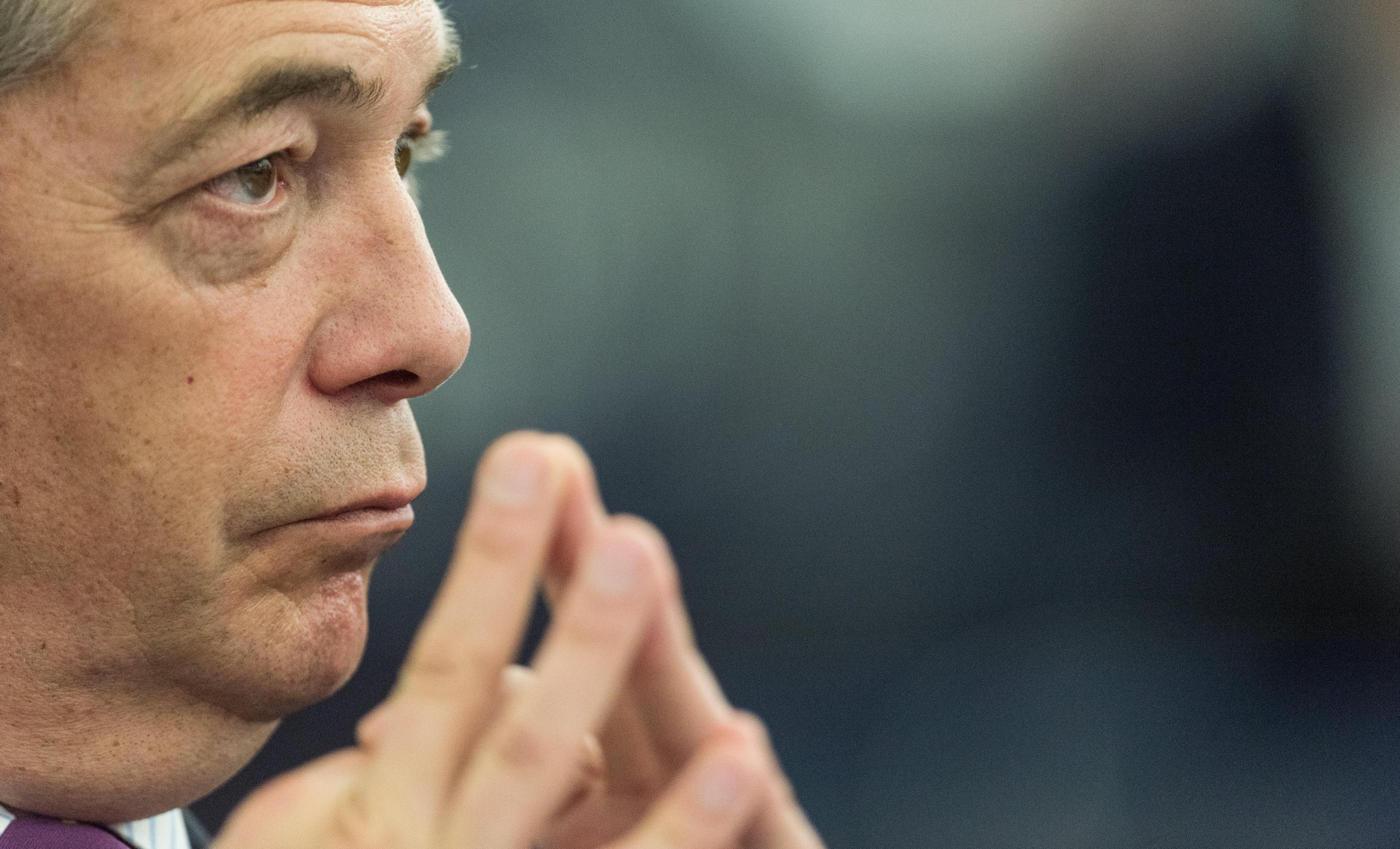 Brexit: Farage torna in campo