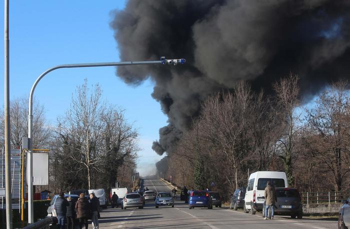 Incidente su A21, sei le vittime. 'Camionista era distratto'