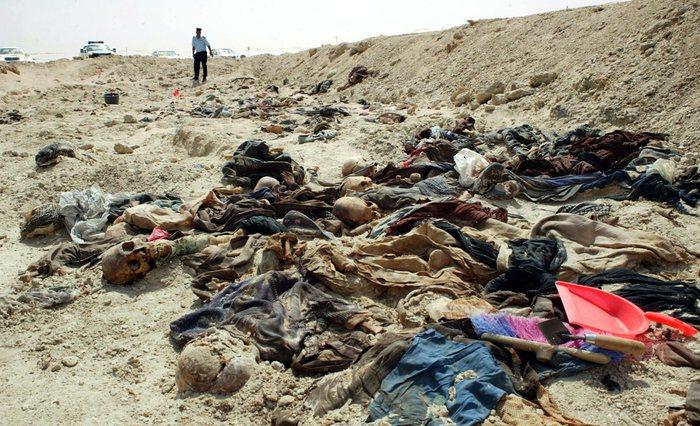 Fossa comune con i cadaveri di 20 donne a Mosul