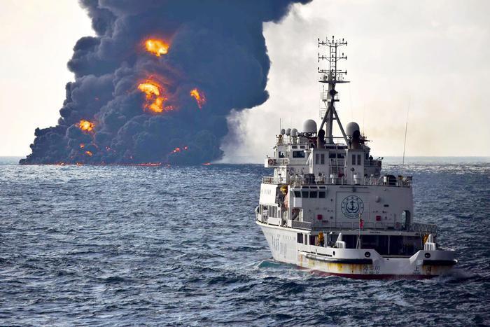 Cina, chiazza di 1 km quadrato vicino alla petroliera affondata