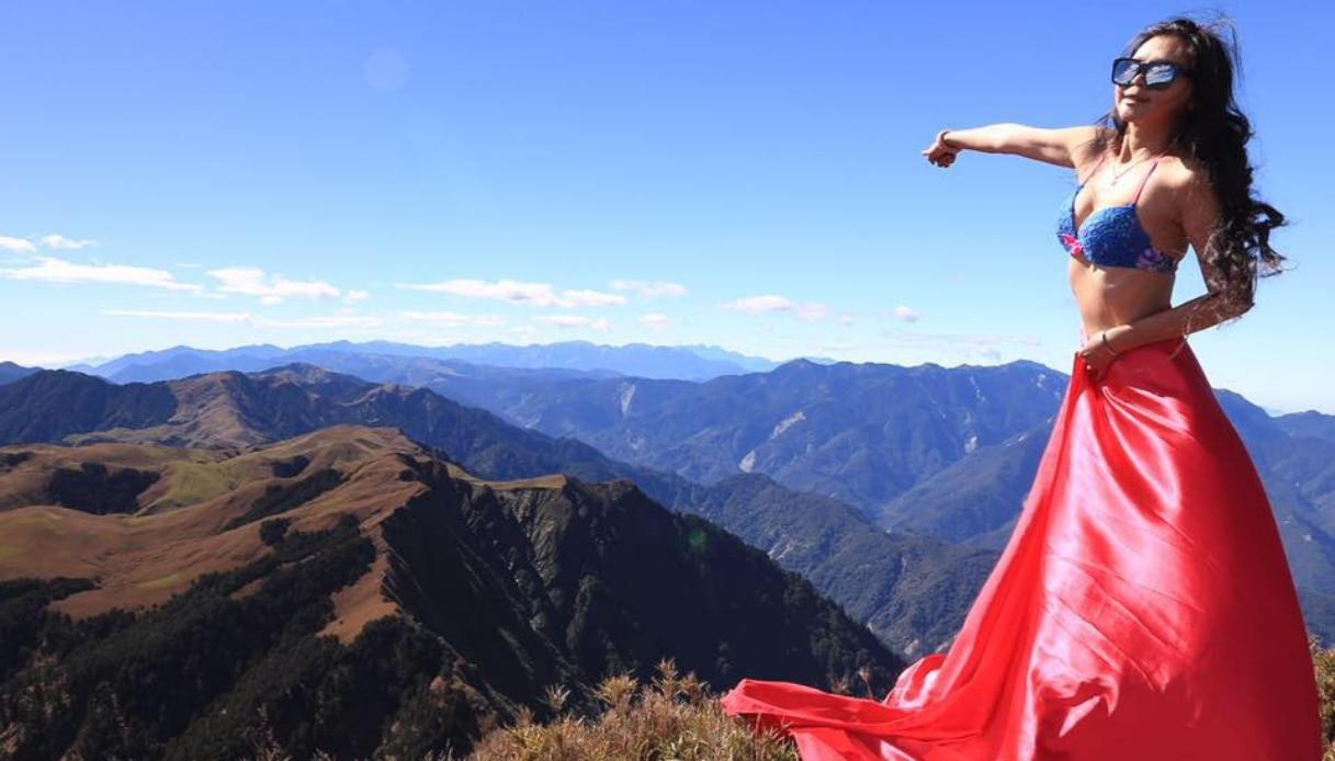 La 'scalatrice in bikini' star del web è morta per congelamento