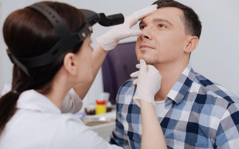intervento al setto nasale deviato