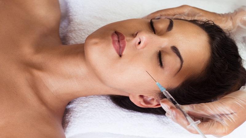 Lifting viso non chirurgico: come funziona, costo e tempi di guarigione