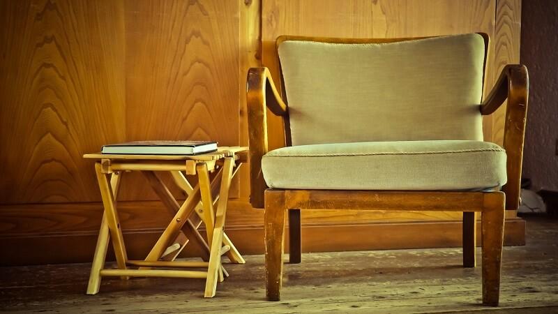 Come usare le sedie usate per rendere particolare casa
