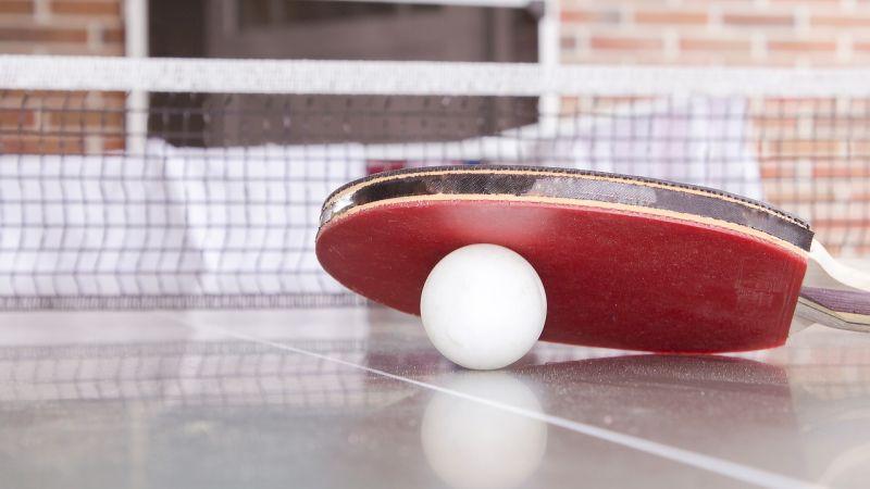 Giocare al tavolo da Ping Pong