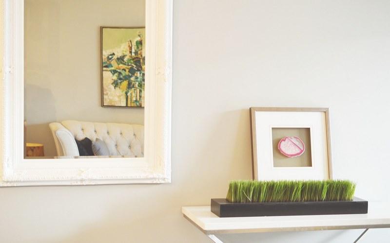 decorare uno specchio di casa con fantasia