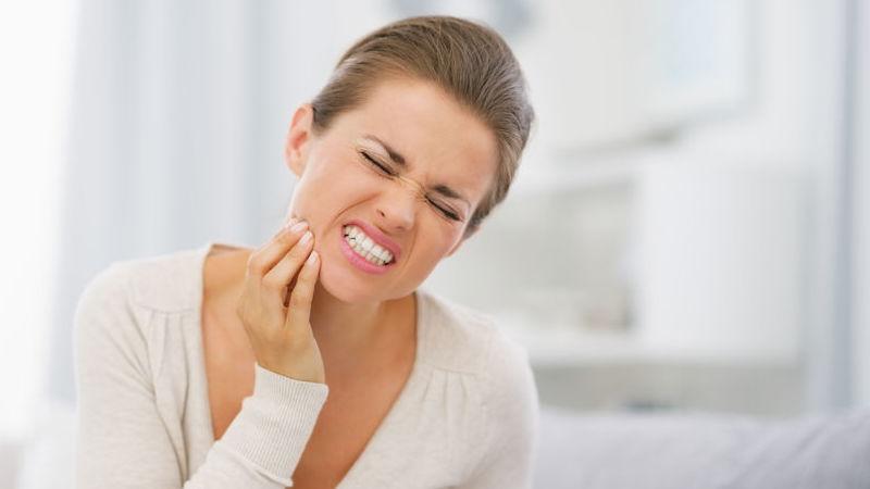 dente devitalizzato che fa male