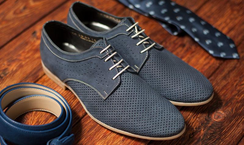 come abbinare scarpe blu