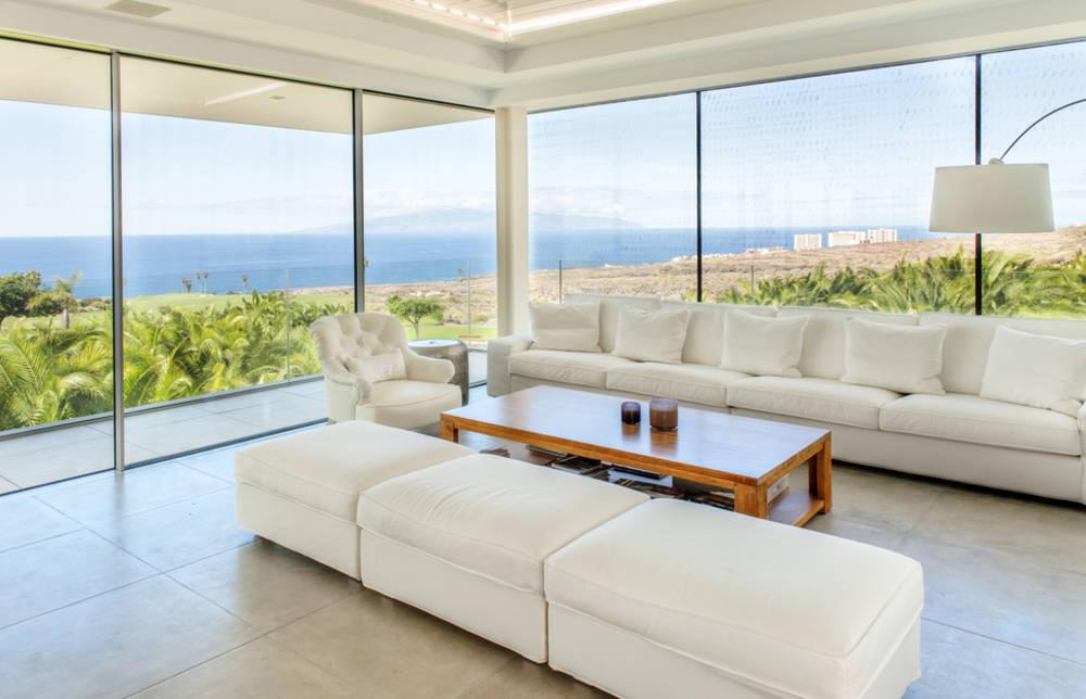 Verande in vetro costi norme e tipologie per arredare il balcone