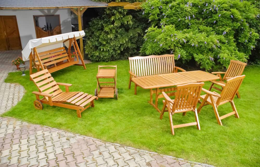 Arredo del giardino mobili e materiali da scegliere