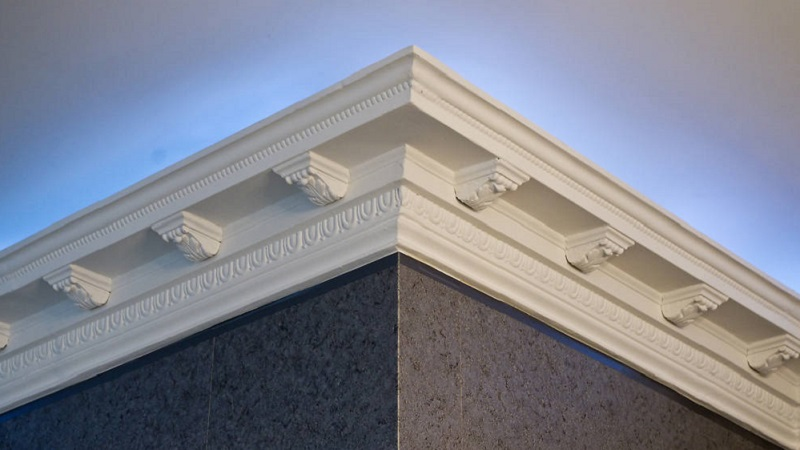 Stucchi decorativi e fregi per valorizzare il soffitto di casa