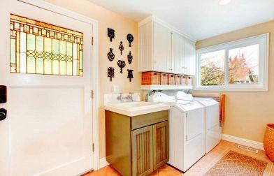 Bastano pochi e semplici accorgimenti per organizzare la lavanderia di casa  e renderla ordinata 28a19edecb5