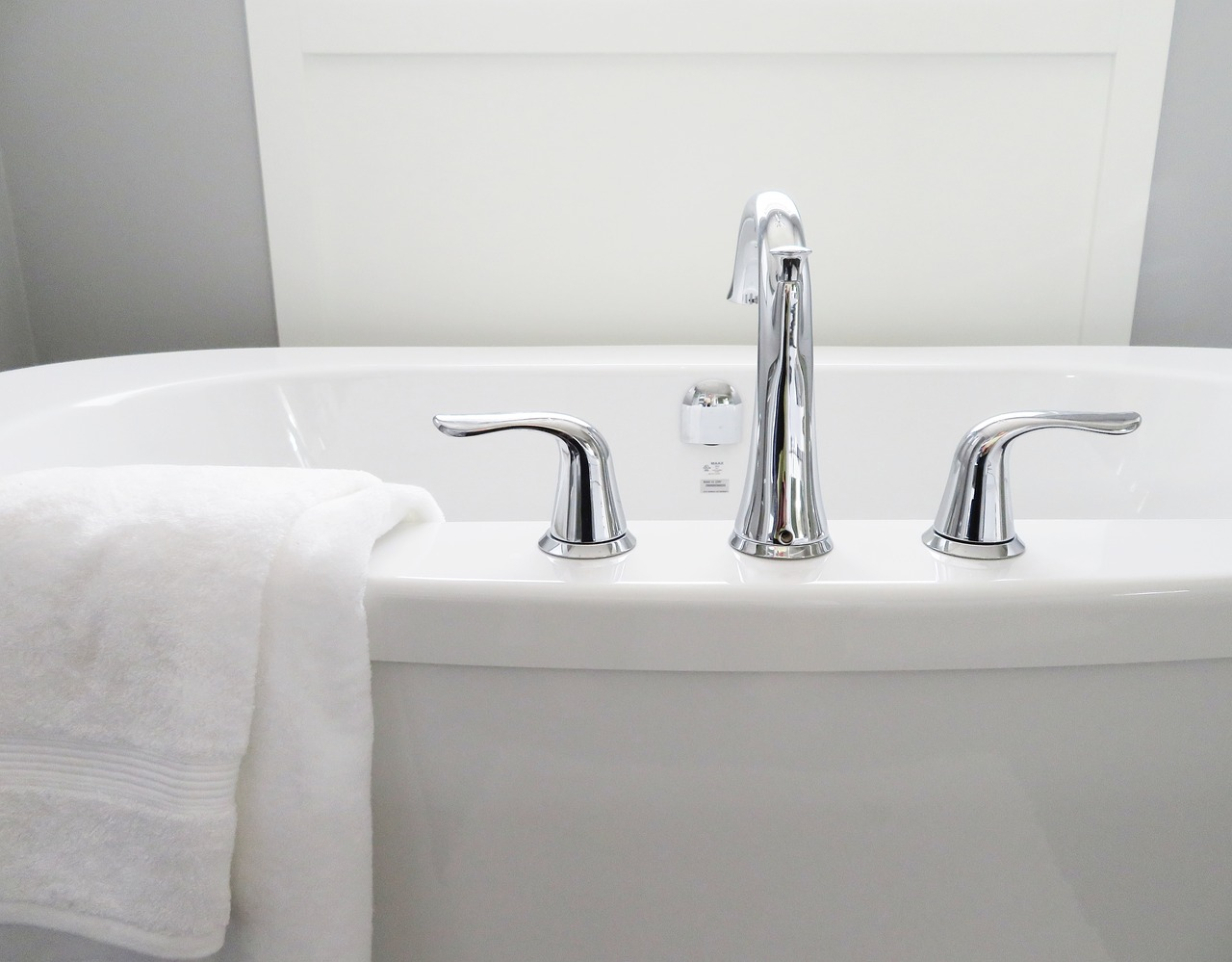 Vasca Da Bagno Handicappati : Vasche da bagno per anziani e disabili scegliere il modello giusto