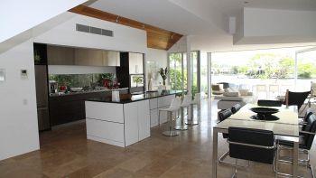 Cucina a vista: come dividere soggiorno e cucina?