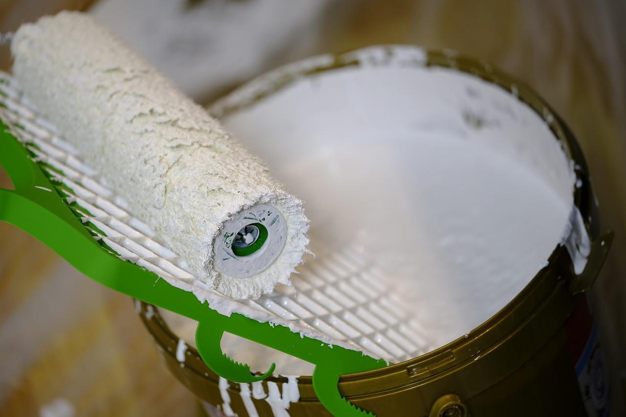 Imbiancare casa con rullo senza sporcare