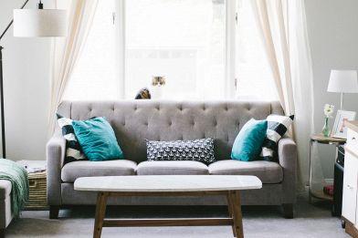 Come scegliere i cuscini del divano con stile? idee da copiare