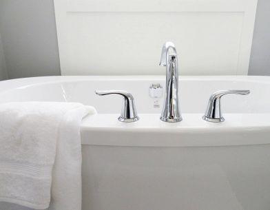 Riparazione Vasca Da Bagno Vetroresina : Sovrapposizione vasca da bagno: come funziona e quanto costa