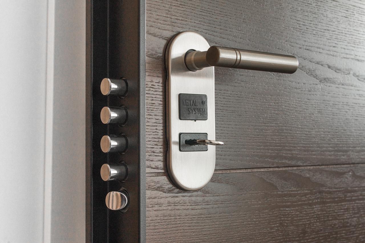 Serratura bloccata: quanto costa far aprire la porta a un fabbro?