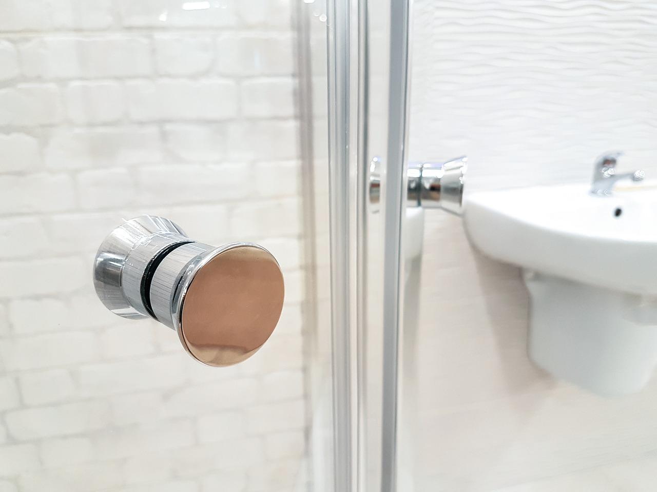 Box doccia in cristallo: pro e contro di questo materiale