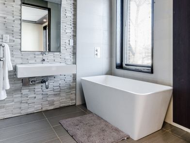 Colori Per Arredare Il Bagno : Bagno grigio e bianco: tante idee per arredarlo con stile