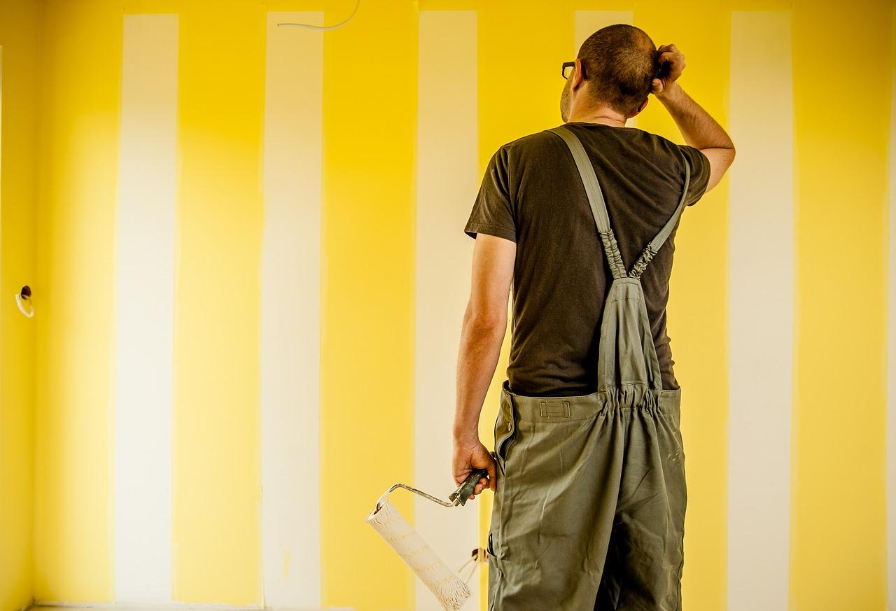 Come carteggiare una parete? Quali attrezzi servono?