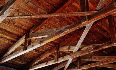 Consigli per isolare il soffitto per proteggersi dal caldo estivo