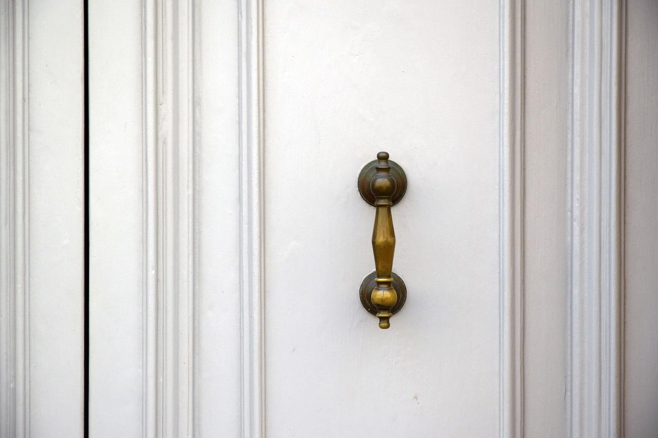 Porte a soffietto in legno: soluzione salvaspazio da realizzare su misura