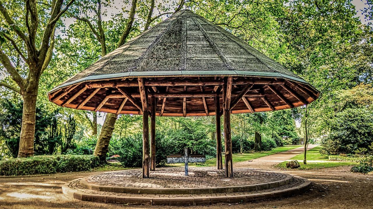 Quanto costa far realizzare un gazebo da giardino in legno su misura