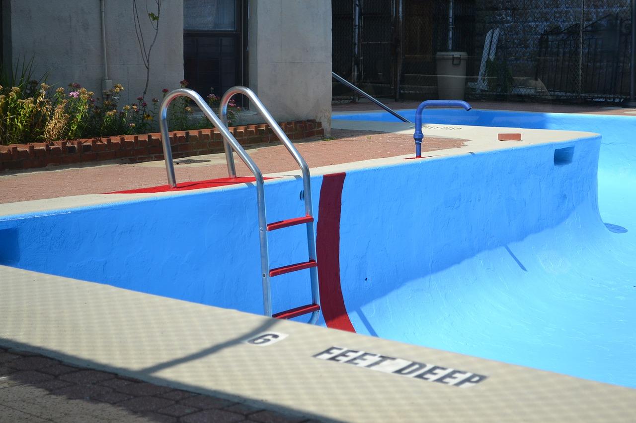 Come svuotare una piscina fuori terra o interrata - Piscina fuori terra interrata ...