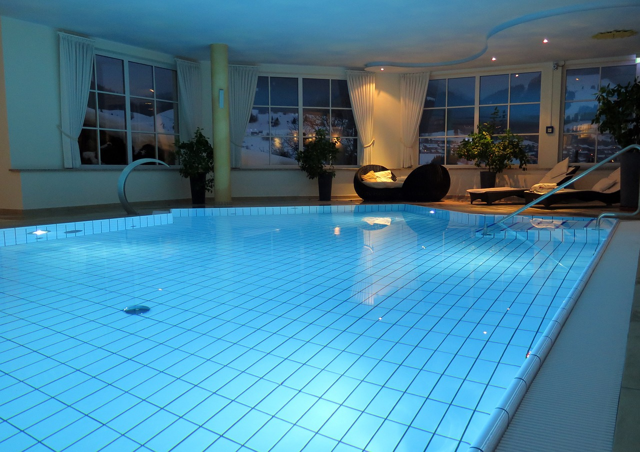 Rivestimenti e pitture per piscine: tipologie, vantaggi e prezzi