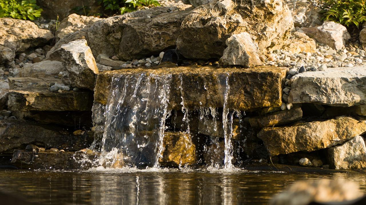 Cascata Per Laghetto Da Giardino : Cascate da giardino quanto costa realizzarne una