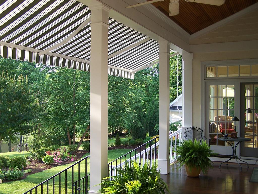 Tende Pergolato Prezzi : Tende da sole per balconi tipologie materiali prezzi