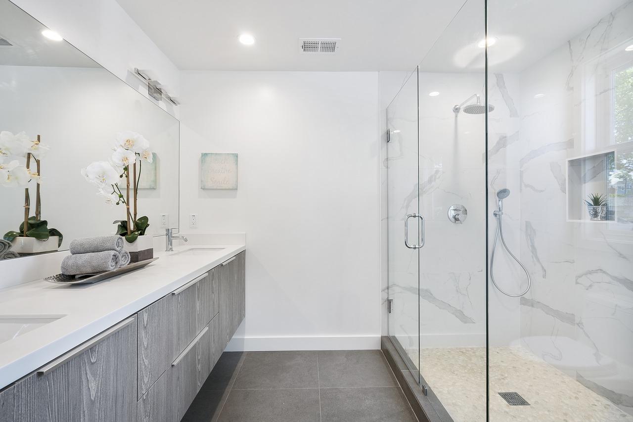 Specchi da bagno moderni tante idee per una specchiera di design
