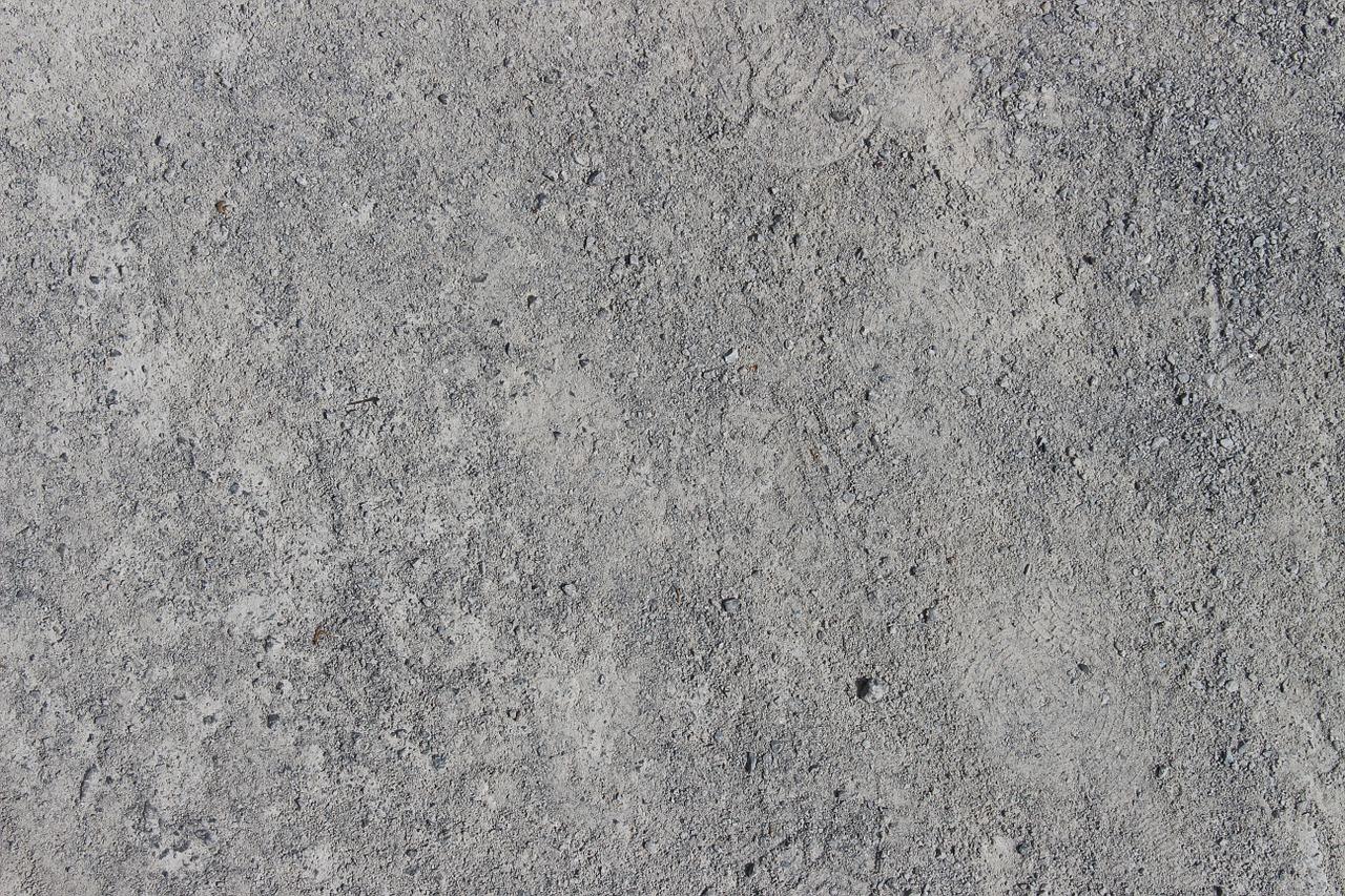 Recinzioni in cemento armato per delimitare giardini di ville