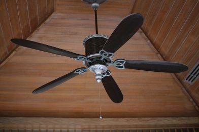 Ventilatore da soffitto: i pro e i contro di questo sistema di