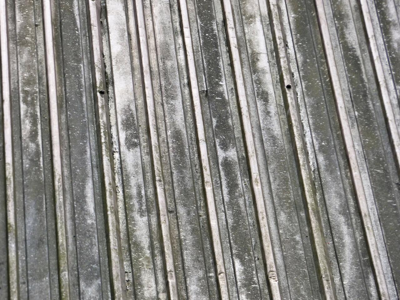 Porta in lamiera zincata: un'ottima soluzione per la cantina
