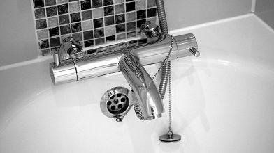 Vasca Da Bagno Ruggine : Come lucidare una vasca da bagno opaca o ingiallita?