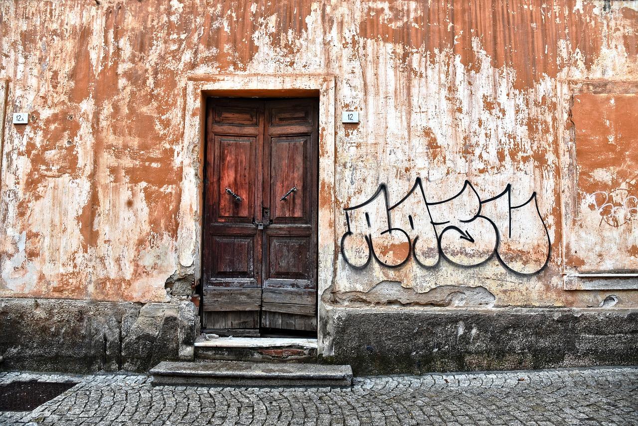 Rimozione graffiti: quanto costa far rimuovere le scritte sui muri?