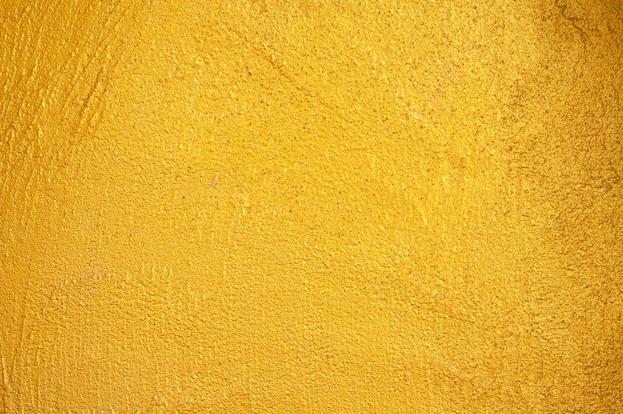 Parete color oro: come abbinare arredamento e pareti dorate