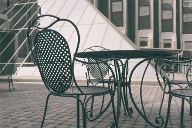 Tavoli Da Giardino Risparmio Casa : Tavolo in ferro battuto da giardino per uno spazio in stile industrial