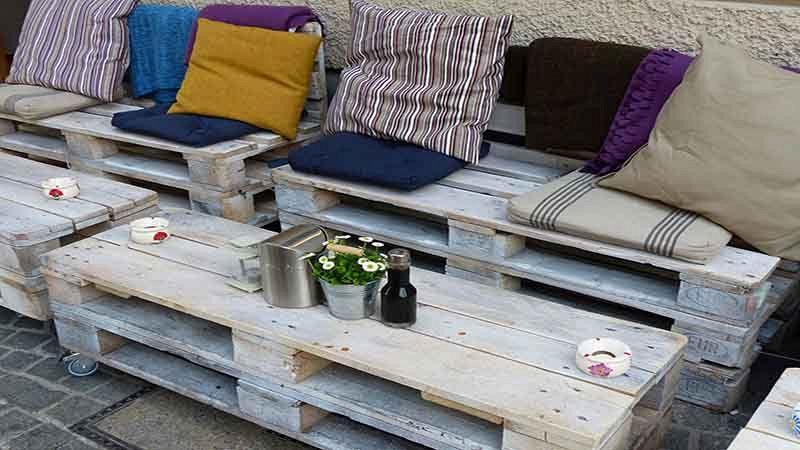 Arredamento pallet 5 idee per arredare con i bancali in legno for Pallet arredamento
