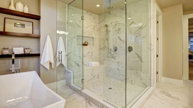 Bagno con finestra nella doccia light blue bathroom with bamboo flooring maggiori with bagno - Finestra nella doccia ...
